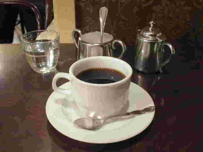 見どころが盛りだくさんで、観光客もたくさん。浅草散策は楽しいけど、少し人混みから逃れたい…なんて時もありますよね。そんな時は、レトロな喫茶店で一息ついてみてください。浅草の庶民的で優しい雰囲気が、喫茶店にもあらわれていて、癒されること間違いなしです。
