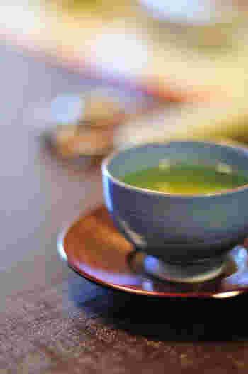おうちでのお茶の時間をより素敵にしてくれる、お茶周りアイテムの数々。こちらで紹介したアイテムはどれも、デザイン性だけでなく機能性も抜群なので、気になる品があったらそれぞれの商品のリンク先をおとずれてみてください。一生ものの素敵なお茶周りアイテムに出会えるかもしれませんよ。