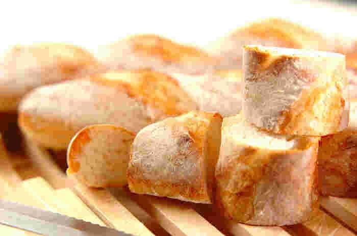 ホームベーカリーを使えば、天然酵母のフランスパンも手軽にチャレンジできます。本格的な味わいが家でできるなんて、感動ものかも。