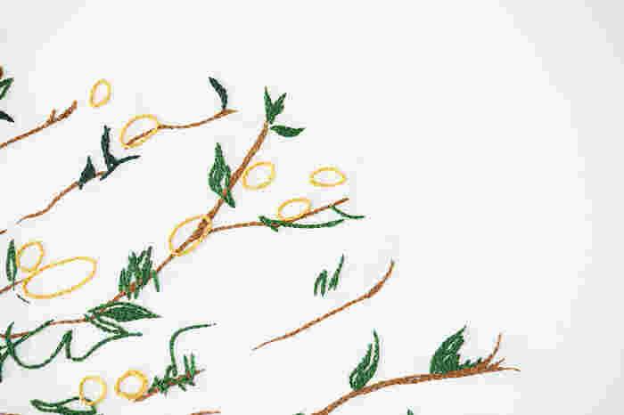 【A】一定感覚で、リズムよく進める。引っ張りすぎず、緩めすぎず、布上にチェーンを置いていくような感覚で縫っています。