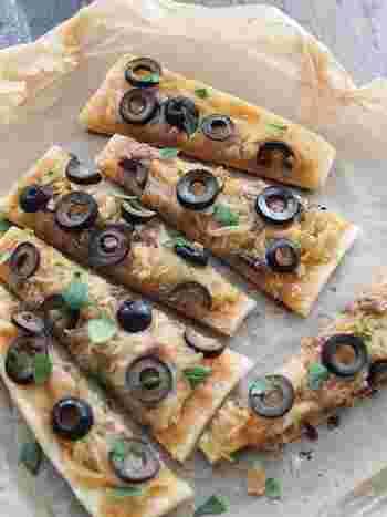 パイシートを使えばピザも簡単に作れちゃいます。こちらはフライパンで焼いて作るお手軽ピザ。焦げ目がつくようにカリッと焼くのがポイントです。
