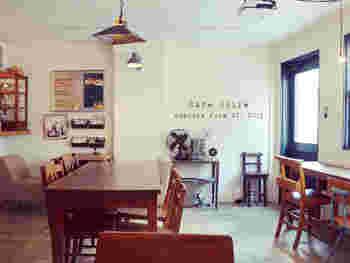 「spice for smile」をテーマに、スパイスを使った料理やスイーツを提案しているお店です。プロカントの家具が置かれており内装も落ち着いた雰囲気に。こちらは、女性がひとりでもゆっくり食事ができるカフェをコンセプトにしています。
