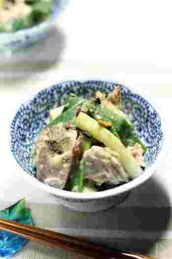 しっかりしているのに柔らかく、風味豊かな甘みのあるねぎ。それが京都伝統の野菜、九条ねぎです。こちらは、おばんざいの定番、「九条ねぎの酢味噌あえ」をアレンジしたレシピ。鰹のうまみが効いていて、おつまみにもぴったりですね。