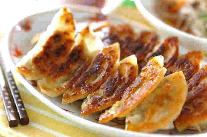 せっかく餃子をいただくなら、お野菜もたっぷり使いたいところ。ゴボウを使った餃子レシピなら、歯ごたえ十分で食物繊維もたくさん摂取できます。余ったタネは、お味噌汁の具や玉子焼きにも使えますよ☆