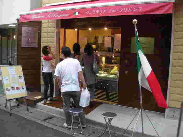 鎌倉駅東口より約5分。小町通りの中盤に位置する自然派ジェラートの有名店がこちらの「ジェラテリア・イル・ブリガンテ」。