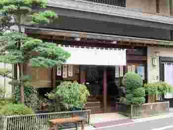 浅草寺裏手の言問通りから少し奥に入った「徳太樓」は、明治36年(1903年)創業の老舗の和菓子店です。