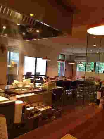 兵庫横丁にある「ARBOL(アルボール)」は一軒家を改築した創作料理のレストラン。屋上に自家農園があり、そこで収穫した採れたて野菜と契約農家直送の厳選野菜がいただけると、女性を中心に人気を集めているお店です。