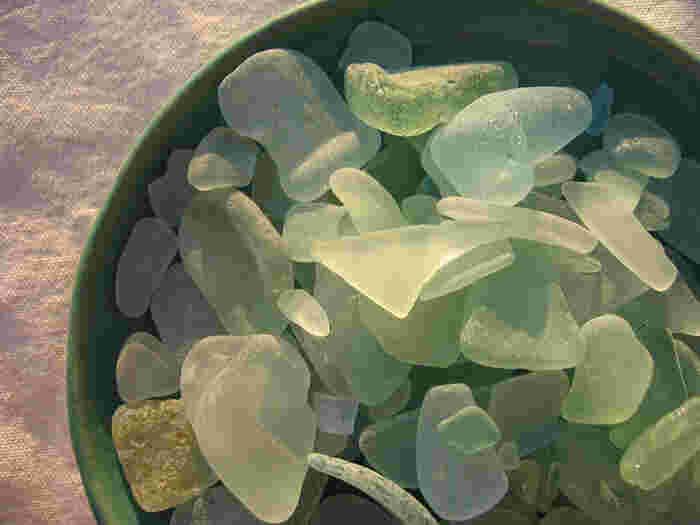 貝同様、シーグラスもどれも似ているようで同じものはなく、どこの海にも落ちているわけではありません。ひょっとしたら貝よりもレア度は高いのではないでしょうか。