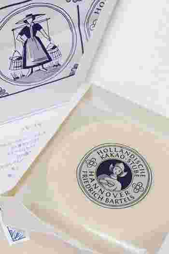 こちらのパッケージをみて「あ!見たことある!」と思った方も多いのでは? 最近話題の「ホレンディッシェ・カカオシュトゥーベ」のバウムクーヘンです。