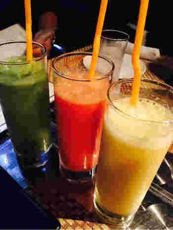 食事の前には、SUMI-BIO名物の「濃厚な酵素野菜ジュース」がおすすめ。消化を助け、吸収効率を高めてくれる働きがあるのだとか。果物も使われているので、野菜ジュースが苦手な方も飲みやすいジュースです。