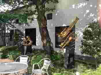 黄桜商店でオリジナルグッズを買ったり、黄桜酒場で日本酒やビールを楽しんだり、疲れたら黄桜広場でひと休み…お酒を愛し、愛されていることがわかる酒蔵です。