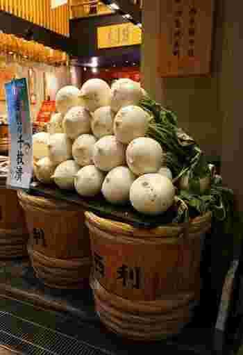 京野菜の聖護院かぶらを使った、西利の千枚漬。しっかりと漬け込まれていますが、あっさりした味わいです。祇園祭の期間には、限定商品の「夏の千枚漬」も販売されます。