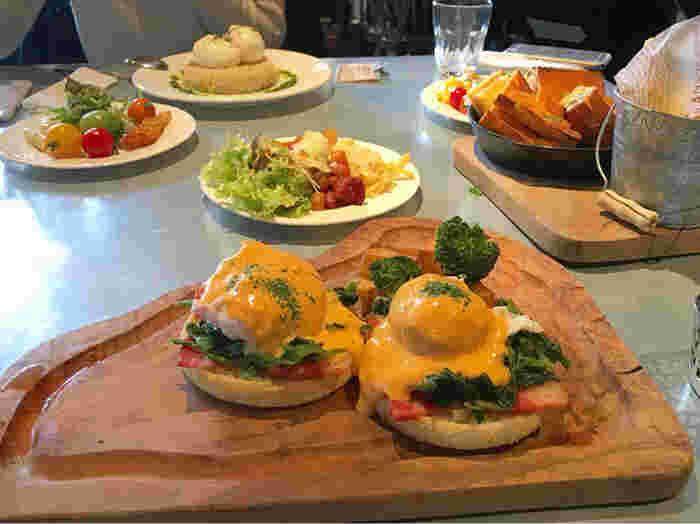 ブランチからディナーまで楽しめて、料理もドリンクも豊富。女子会やママ友ランチなどにも利用しやすいお店です◎