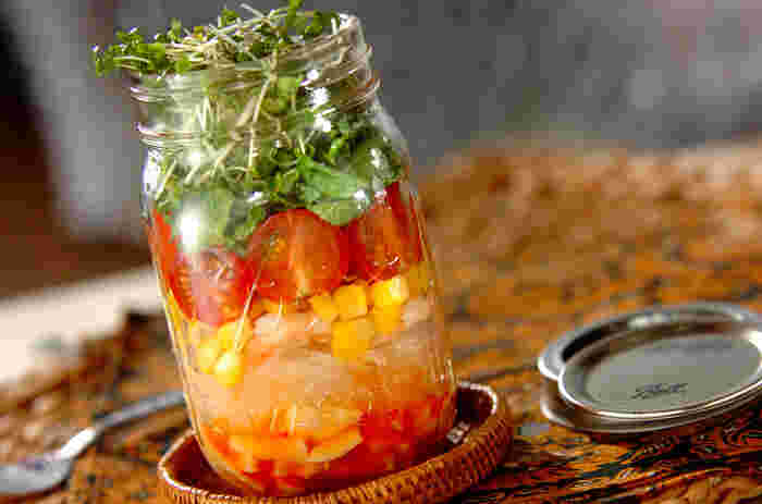 ジャーサラダにも春雨を入れて♪腹もちのいい春雨は、ダイエット中のランチにもおすすめ。野菜もたっぷり摂ることができてヘルシーですね。