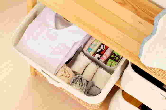 無印のソフトボックスに、お子さんの幼稚園のシャツや靴下、ハンカチなどを入れて。ボックス自体が軽いので、お子さんでもらくらく引き出せます。