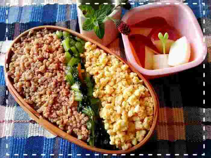 三食そぼろ弁当は、簡単に作れるので忙しい朝におすすめです。