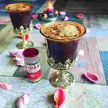 冷たいイメージのカクテルですが、秋は熱湯やホットミルクなどで割ったあたたかい「ホットカクテル」がおすすめです。