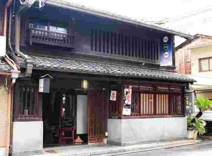 京都の河原町にある「オモ カフェ」は、和スイーツから京都らしいおばんざいランチが楽しめるおすすめカフェです♡京町屋らしい横長の建物は、なんと築100年以上の歴史を持つ京町屋なんだそうです。