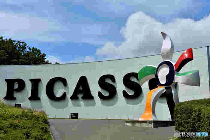 ピカソ館があることでも有名。初期から晩年の作品までたっぷりと鑑賞することができます。