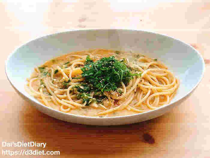 米麹の甘酒・味噌・ショウガのすりおろしなどを使った、体がポカポカと温まりそうなスープパスタのレシピ。 濃厚なスープの味わいと太めのパスタのボリュームを楽しめます。