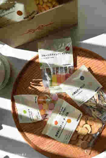 日本の伝統である「ぽち袋」のように、ささやかな気持ちと一緒にプレゼントできるのが「ぽち菓子」。小袋に入って、かわいらしい存在感です。
