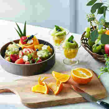 いつも食べているフルーツが、切り方ひとつで大変身!写真映えするフルーツカットレッスンです。ナイフの入れ方や切り方が写真やイラストで説明されていて、初心者でも挑戦しやすいのがgood。綺麗なお花や可愛いちょうちょなど、おもてなしやお弁当に使える技が満載です!