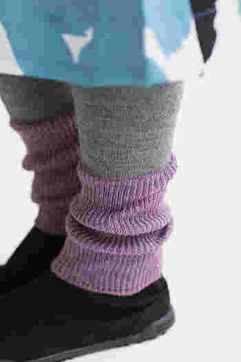 2色の絶妙な配色が素敵。伸ばすとひざ上まである長めサイズだから、足首だけでなくひざも温めてくれます。