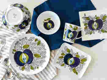 1726年にスウェーデンの王室御用達の窯として創業した陶器メーカー「ロールストランド(Rorstrand)」の人気のシリーズ「エデン(Eden)」。エデンの園をイメージしたこのシリーズは、青いリンゴがとても印象的。まるで一枚の絵をみるかのような美しさで、観賞用としてそのまま飾っておいても十分素敵なプレートです。