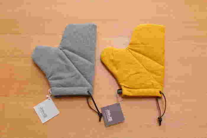 ■JOBU(ジョーブ)のオーブンミトン 倉敷帆布の日用品ブランドのもの。十分な厚みがあって、なおかつ見た目も素敵なミトンを探し続けて、ようやく見つけたのだそう。