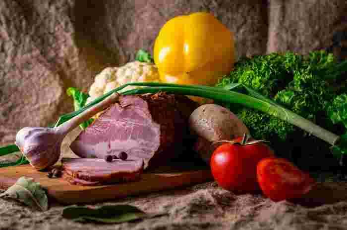 傷みかけた野菜やお肉、人から頂いたとっておきの食材がある場合などは鍋がぴったり!特に残りものなどは鍋に入れれば全部使い切れるので経済的!和風以外にもさまざまな味わいにアレンジできるので、「これは鍋に向かないかな?」と思ってもイメージしてトライみて下さい。きっと予想以上においしい鍋料理が作れるはず!