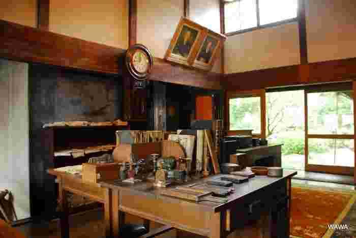 外側は洋風建築で、内部は和洋折衷という独特の造りが特徴。郷土館の中には当時使われていた帳場などが再現されています。