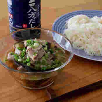 お昼をサッと済ませたい時、食欲がない時でもペロリとイケちゃう八方だしのつけ麺。豚肉としめじを入れることで、旨味もアップ!八方だしを使う事で失敗のないつけ汁の完成です。