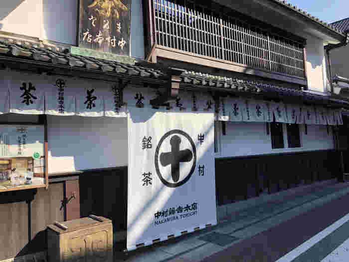 1854年(安政元年)創業の、宇治を代表する茶商。宇治本店は明治期の茶商の姿を感じることができ、国の重要文化的景観に指定されています。