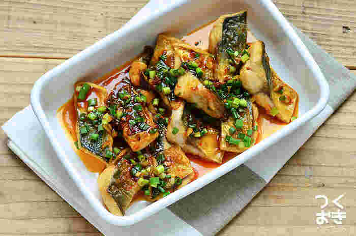 甘じょっぱいかばやき風のタレに、にんにくと豆板醤をプラス!白いご飯に良く合う食欲そそる一品に。真さばでもごまさばでも、青魚にぴったりな味付けです。(冷蔵保存5日)