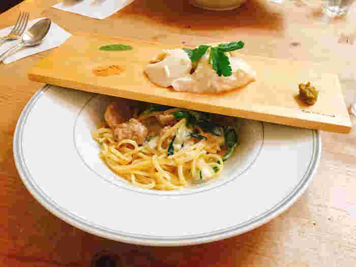 おすすめのメニューはパスタです。旬の野菜や、京都らしい食材を使ったパスタがいただけます。季節によってメニューは変わります。