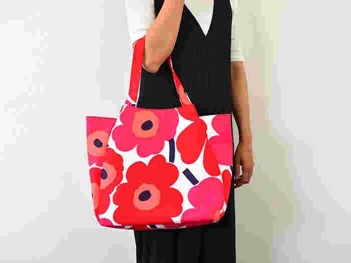 花びらが重なったチューリップのようにかわいらしいバッグは、前後と脇を合わせて縫うから実は手順もとってもシンプル。ファスナーがない分、初心者さんにもおすすめですよ。