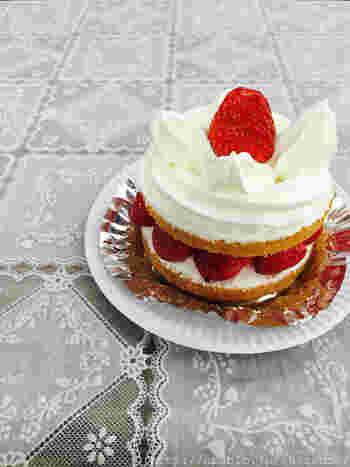 近江屋洋菓子店の看板メニュー。一人用ホールショートケーキといったところですね。贅沢!
