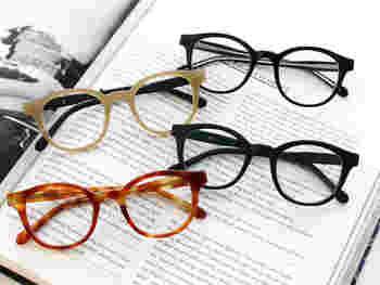 """デザイナーの池原玄さんが手がけるアイウェアブランド。""""気心の知れた仲間や、相棒のような存在""""として、ライフスタイルに溶け込むような眼鏡を目指し、品質、デザイン、価格ともに満足できると評判。そのプロダクトは日本有数の眼鏡の生産地として知られる、福井県鯖江市の職人によるハンドメイド。"""