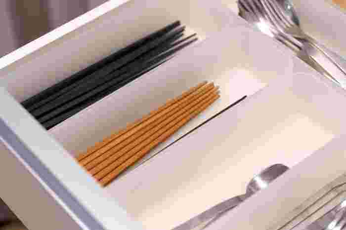 無印良品のお箸には、食洗機対応のものも。お子さん用の竹箸は、年齢や手の大きさに合わせて選べるように3種類の長さがラインナップされています。大人用では、木目が優しいメープル木を使用したお箸がありますよ。