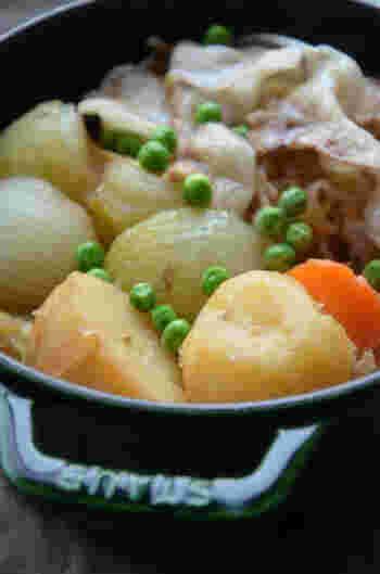 食べ慣れた料理ほど、無水調理のすごさがより伝わるというもの。無水調理の定番ともいえる肉じゃがで、まずはチャレンジしてみては?