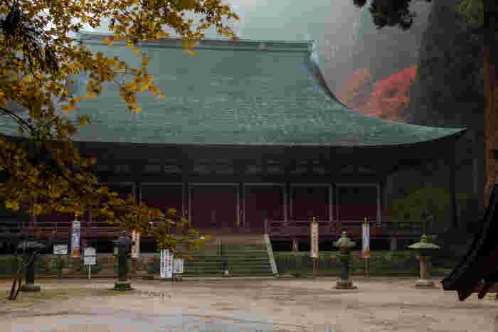 国の重要文化財に指定されている釈迦堂は、西塔の本堂となります。釈迦堂は延暦寺に現存している建築物の中では最古のものとなり、ご本尊として釈迦如来が安置されています。