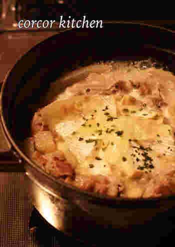 こちらはお出汁の効いた和風のお鍋。カマンベールチーズがうまみの詰まったスープに溶けて絶妙なハーモニーを奏でます。少し白味噌を加えても美味しいそうですよ♪