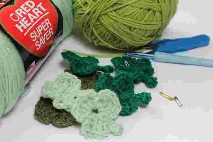 やわらかな毛糸に触れて、黙々と作業を続けていくと、不思議と気持ちが落ち着いてくるものです。はじめてさんでもかぎ針編みは楽しく作ることができます。秋の夜長にはゆったりとした気持ちで、かぎ針編みにチャレンジしてみてくださいね♪
