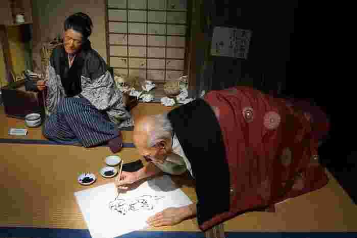 今にも動き出しそうな、絵を描く「葛飾北斎」も人気のようです。