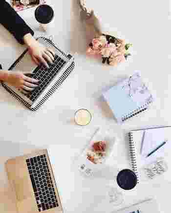職場でも家庭でも、現代人はパソコンに触れる機会が非常に多いですよね。締め切りに間に合わせたい時や、急いでメールを送りたい時などに限って、キーボードのミスタッチが増えてしまうことはありませんか?こんな時は、あえていつもよりスピードを落として打ってみましょう。小さなミスが減って、結果的に時間を短縮できることもありますよ。