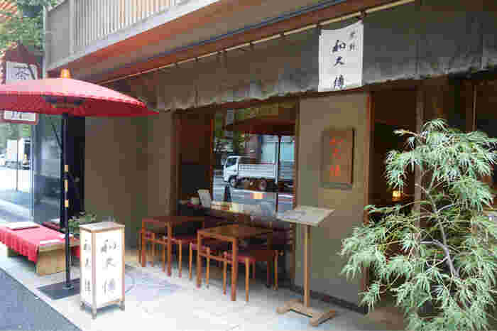 京葉線の東京駅から徒歩約1分、JR有楽町駅からも徒歩約3分の距離にある「紫野 和久傳 丸の内店 茶菓」。