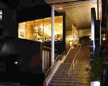 JR恵比寿駅東口から徒歩5分のところにある、SUMI-BIO。夜はダイニングバーとして営業されています。
