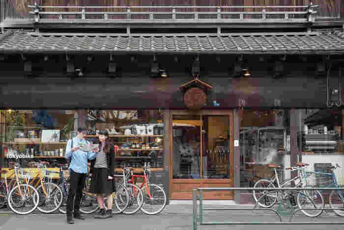 """""""こぎ出した瞬間、自然と笑顔になる""""、""""自転車に乗る時間が楽しくなる"""" 今回はそんなたくさんの魅力を備えた「tokyobike(トーキョーバイク)」の素敵な自転車とともに、直営店&レンタルショップのある東京・谷根千界隈のお散歩コースをご紹介します♪"""