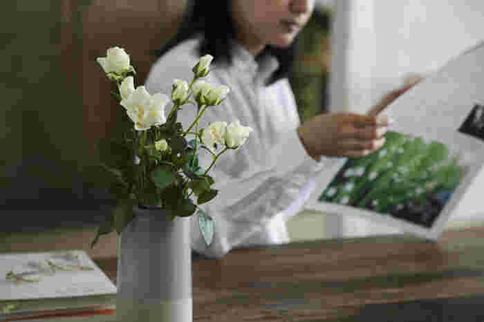 立派な花束を贈るのもいいけれど、花のある暮らしを送りたい。そんな時には花の定期便はいかが?毎月季節のお花が届いて、季節折々の表情を楽しめます。
