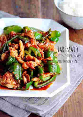 豚こまとピーマンをマヨネーズで炒めてコクを出し、焼肉のたれ×ラー油で味付け。こってりとしたご飯がすすむ味に。